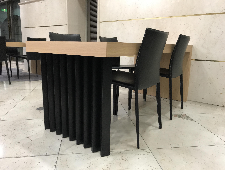 某広告代理店 打合せテーブル