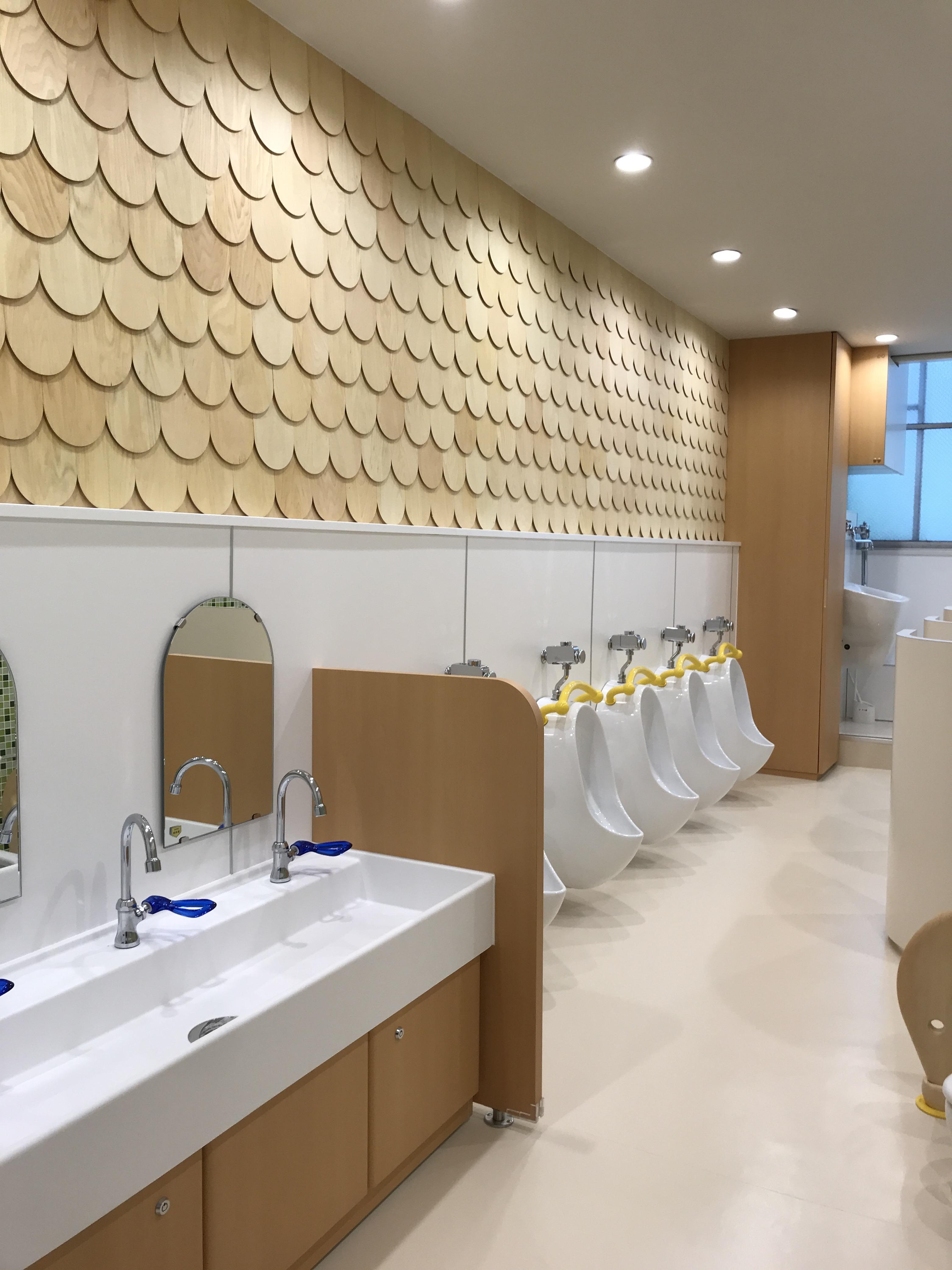 大阪主婦之会保育園 こども用トイレ